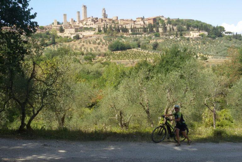 Via Francigena Mariateresa Montaruli in bici a San Giminiano