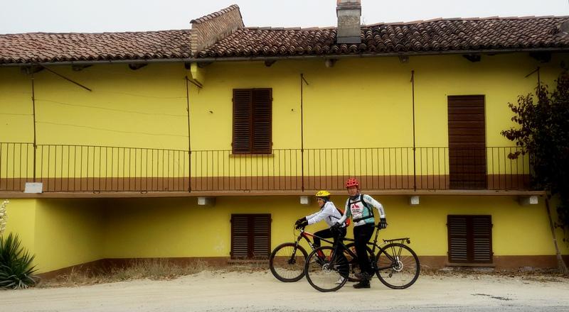 Langhe in bicicletta cascina