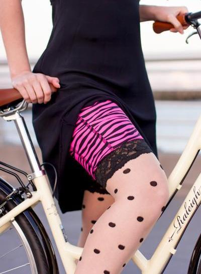 andare in bicicletta con la gonna: pantaloncini da bici