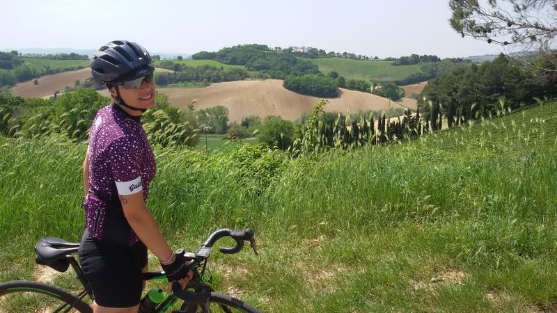 La guida cicloturistica Micol sulla Panoramica da Pesaro a Gabicce