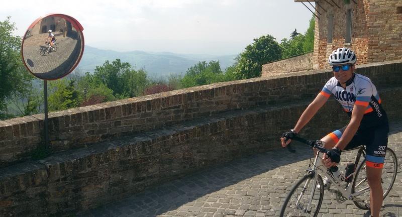 Il borgo di Mondaino in bici