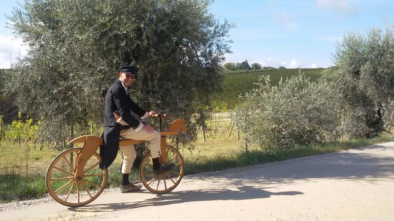 La Prima Bicicletta Della Storia Di Legno Con Sella E Manubrio