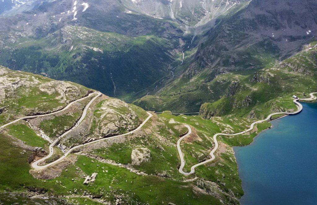 parco nazionale gran paradiso tornanti sul Nivolet
