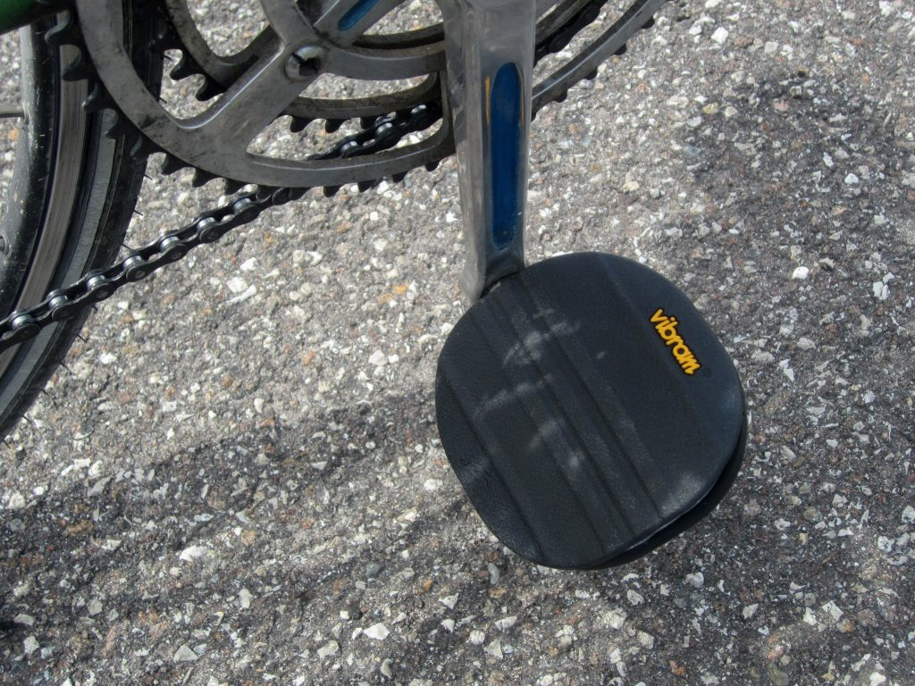 tacchi alti in bici pedali
