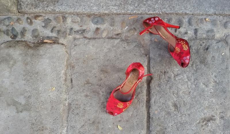 scarpette rosse contro la violenza sulle donne scarpe da tango ph mariateresa montaruli
