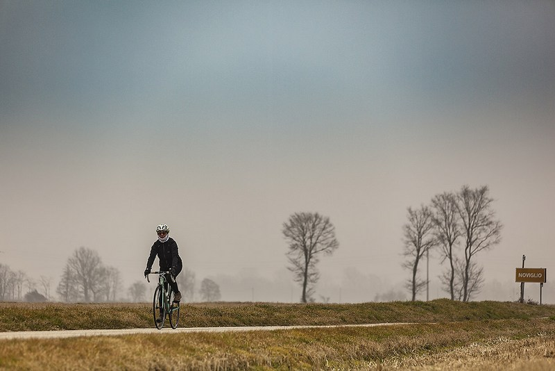 Mariateresa Montaruli in bici in inverno fuori Milano blog Ladra di biciclette
