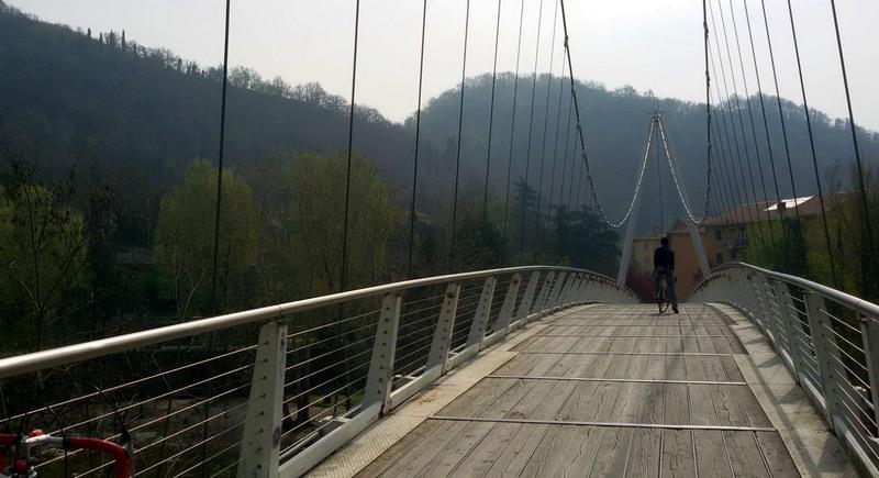 ponte ciclabile fuori Bologna blog Ladra di biciclette Mariateresa Montaruli