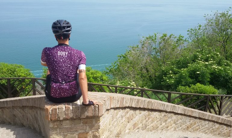 bike hotel della romagna la guida Micol sulla Panoramica tra Gabicce e Pesaro