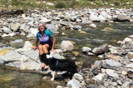 Mariateresa Montaruli e la sua border collie Laya nei Pirenei