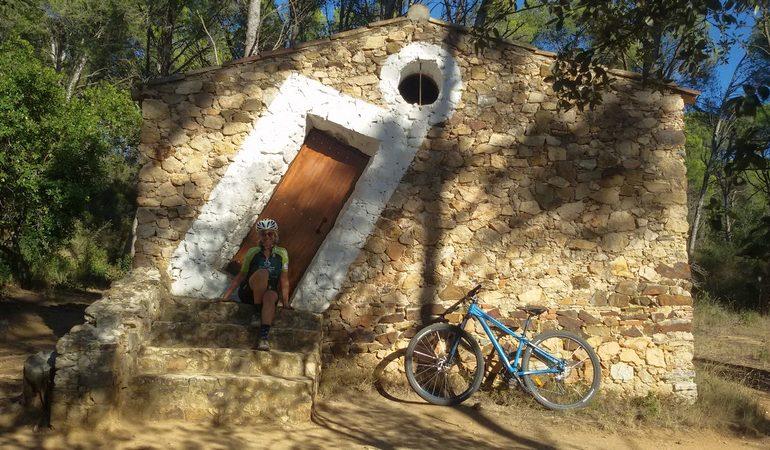 baraca di Dalì ph. Mariateresa Montaruli articolo cicloturismo girona