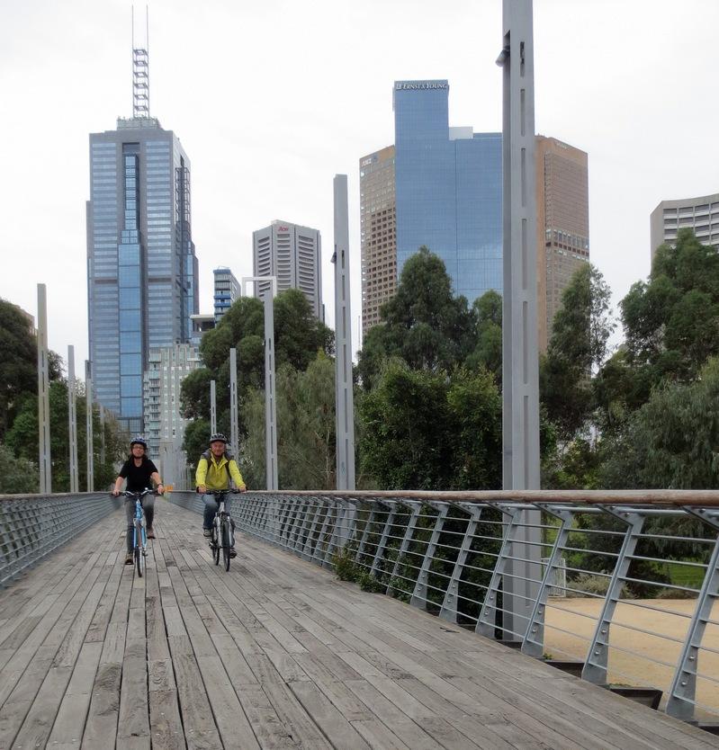 Mariateresa Montaruli in bici a Melbourne