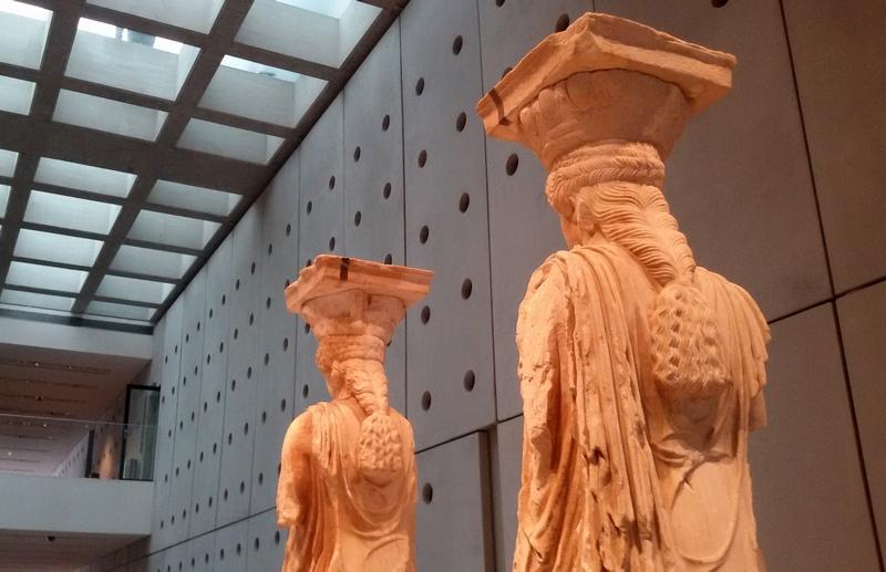 Due delle Cariatidi esposte al nuovo Museo dell'Acropoli