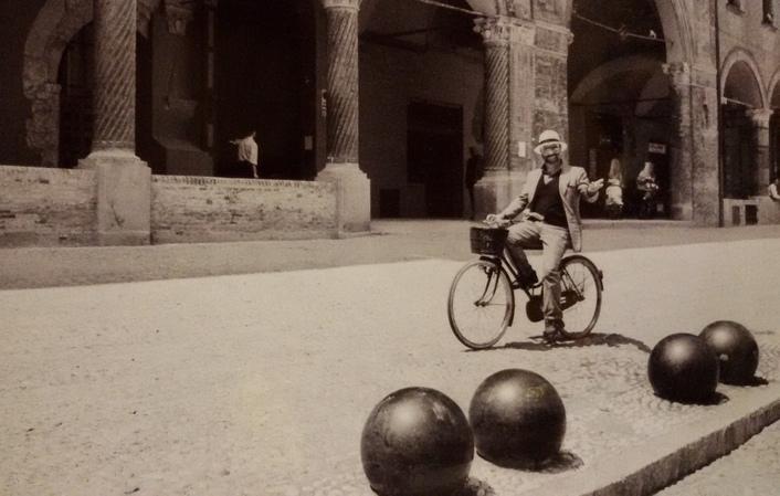 lucio dalla in bici a bologna