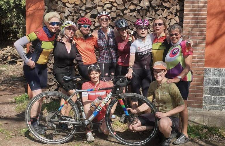 Felicità e bicicletta: amiche cicliste alla Gravel Ride di Primavera di Milano