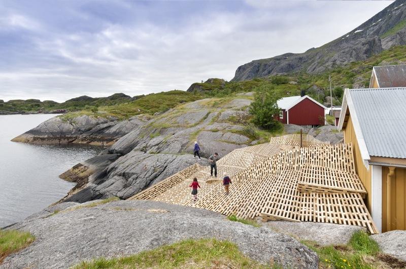 Il villaggio di Nujfjord alle Lofoten con installazione site specific