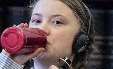 Greta Thunberg e la borraccia bordeaux