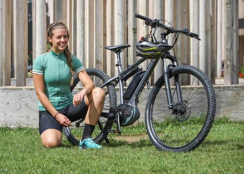 Lorena Bega con la bici elettrica