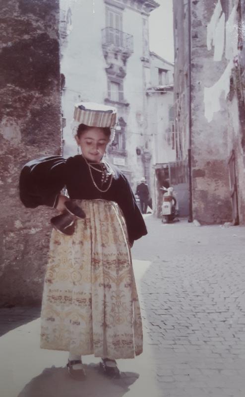 Mariateresa Montaruli in abito tradizionale di Scanno