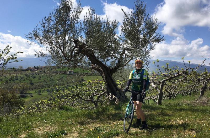 Mariateresa Montaruli in bici in Abruzzo