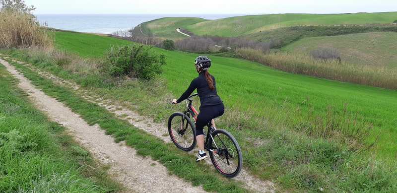 Abruzzo in bici strada bianca Punta Aderci