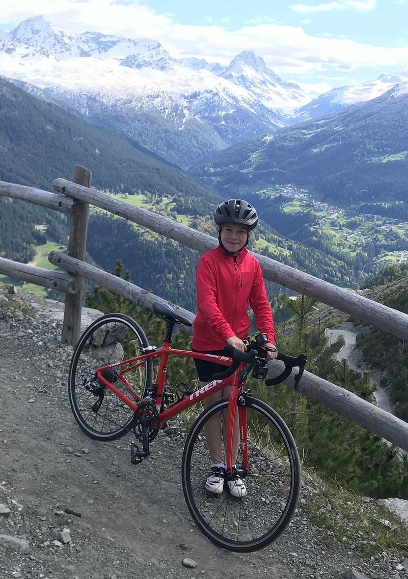 Ruby Issac in bici per i Laghi di Cancano
