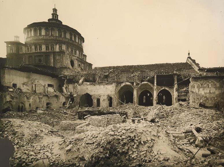 Chiostro si Santa Maria delle Grazie a Milano bombardato in II Guerra