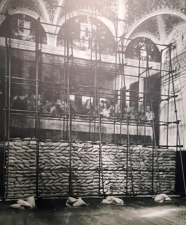 foto storica sacchi di protezione antiaerea per Ultima Cena di Leonardo