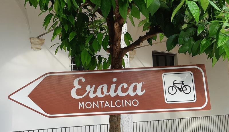 cartello segnaletico Eroica Montalcino