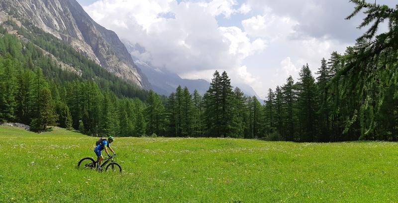 ebike in Val Vent, Courmayeur, Valle d'Aosta