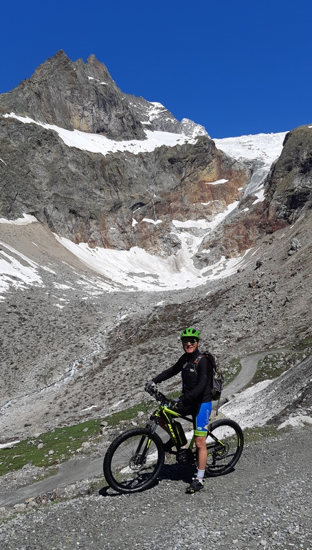 ebike in fondo alla Val Ferret
