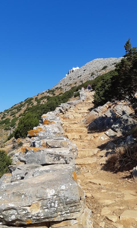 sentiero di trekking per monastero profeta elia