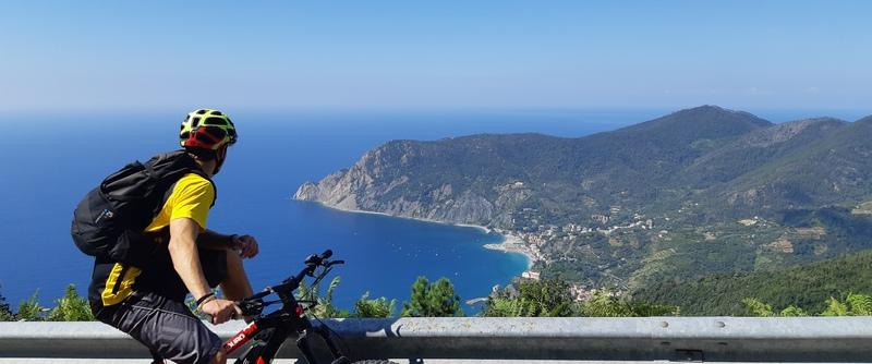 cinque terre in bici da corsa monterosso