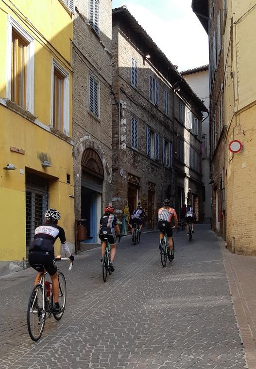 ciclisti in bici da strada a Urbino