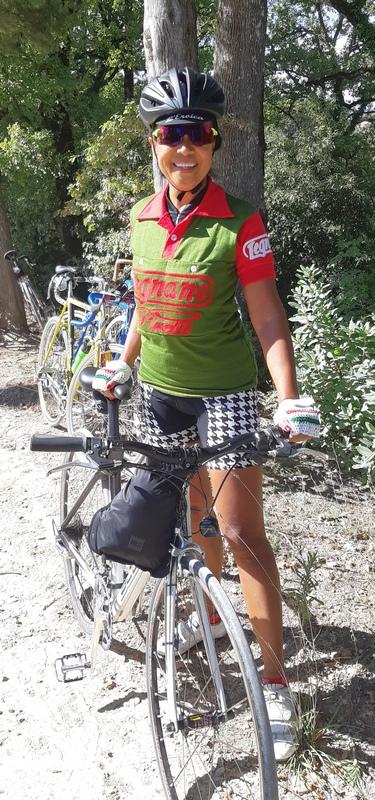 ciclista giapponese al ristoro di Dievole