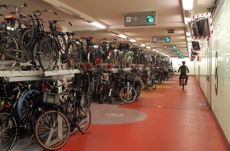 parcheggio bici stazione centrale rotterdam