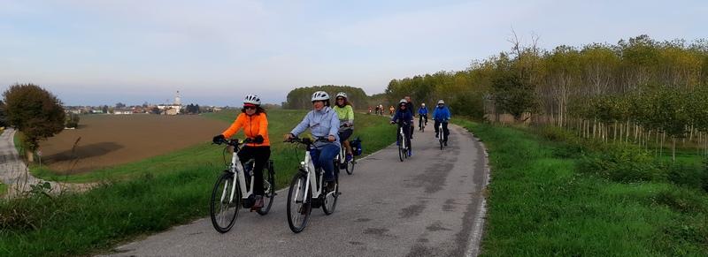 pedalata lungo gli argini del Canalbianco