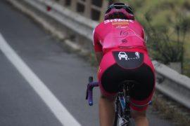paola giannotti logo io rispetto il ciclista sul pantaloncino da bici