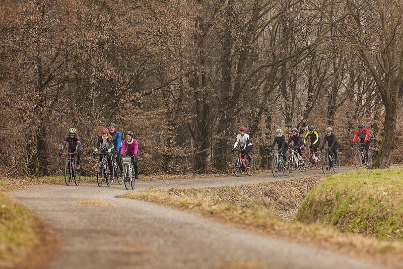 ciclisti nelle campagne a sud di Milano