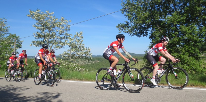 cicliste donne in Toscana con tour operator InGamba