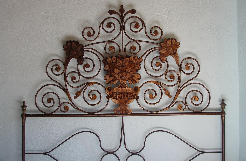testiera letto a Tuili in Sardegna