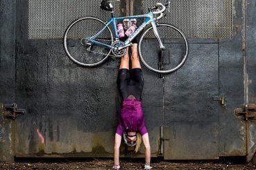 yoga per ciclisti: se i voli sono annullati per coronavirus si sta a casa