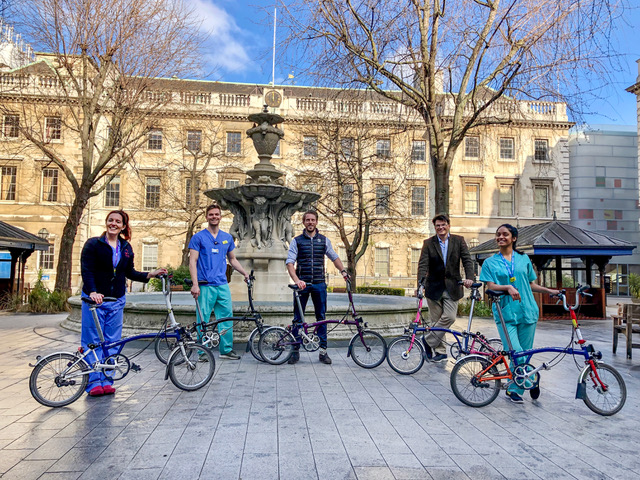 bici Brompton noleggiate a 1 sterlina a medici inglesi