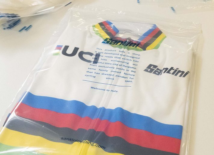 imballaggi biodegradabili per maglie da ciclismo